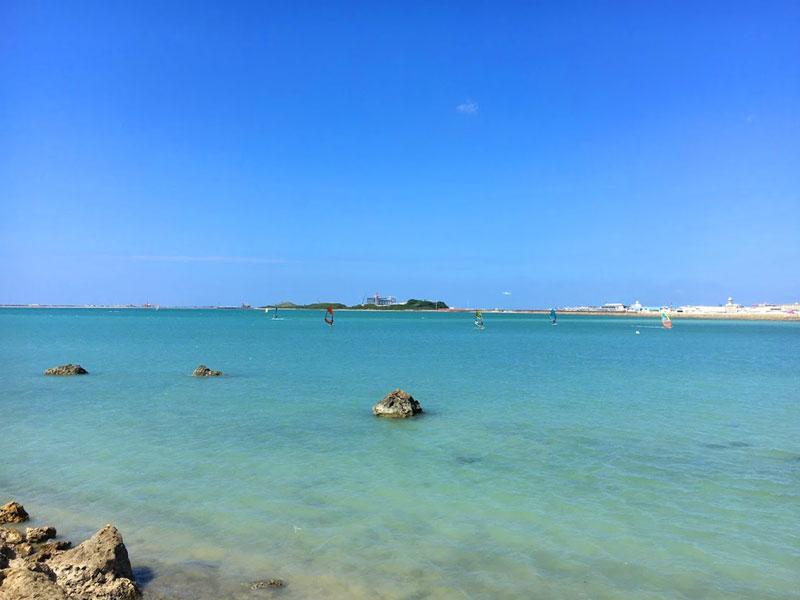 海の向こうに那覇空港