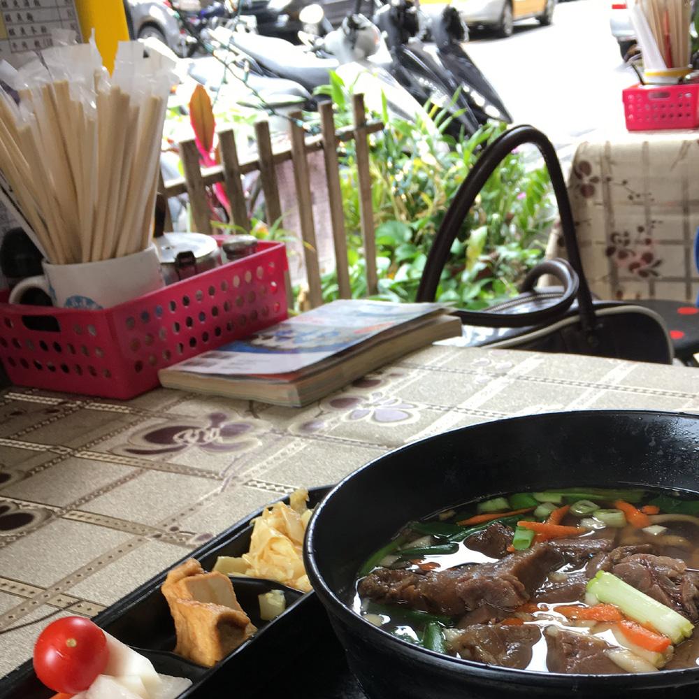 迪化街周辺で牛肉麺