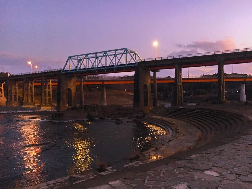 夕暮れ時の犬飼の河川敷