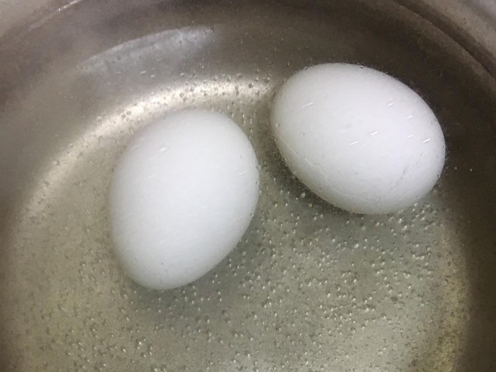 まずは普通にゆで卵