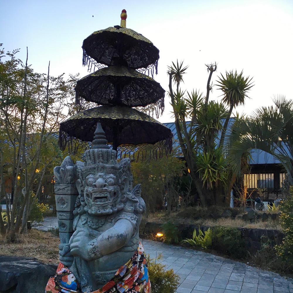 古保山リゾート入り口の石像1