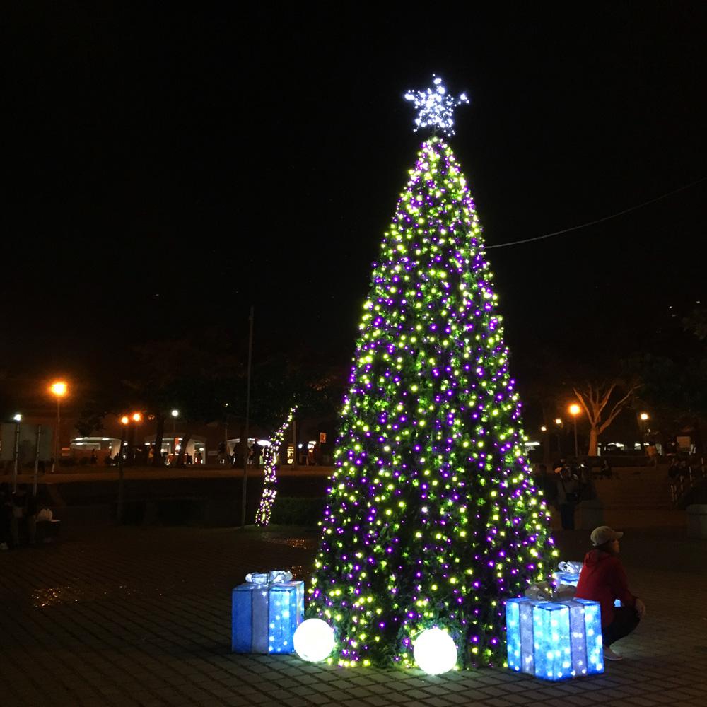 淡水駅前のクリスマスツリー