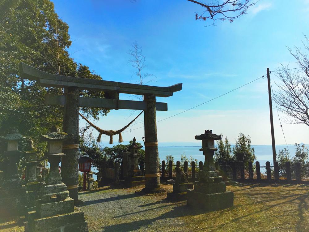 海が見える神社