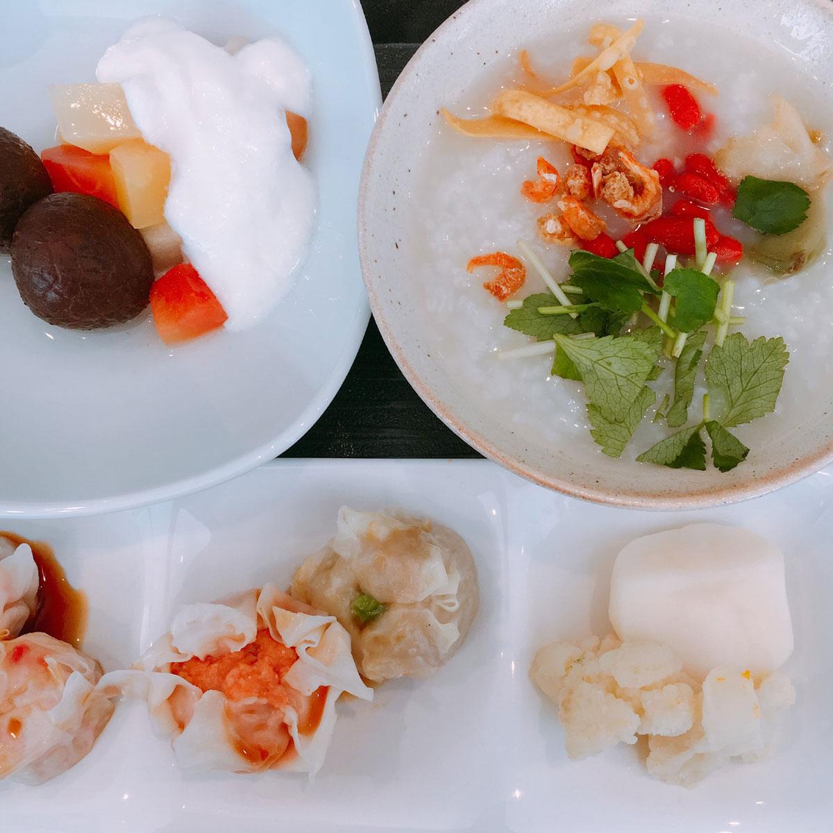 ホテルの朝食に中華粥