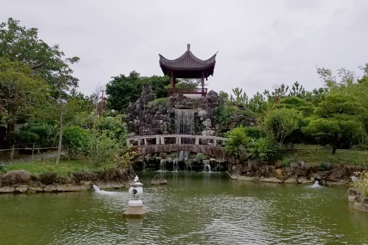 福州園の池と滝
