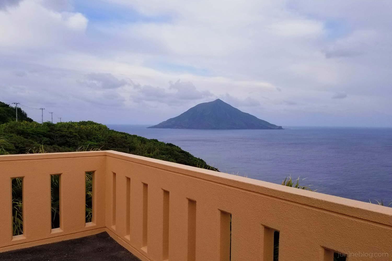永郷展望台から八丈小島を眺める