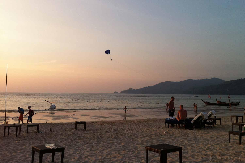 夕暮れ時のパトンビーチ
