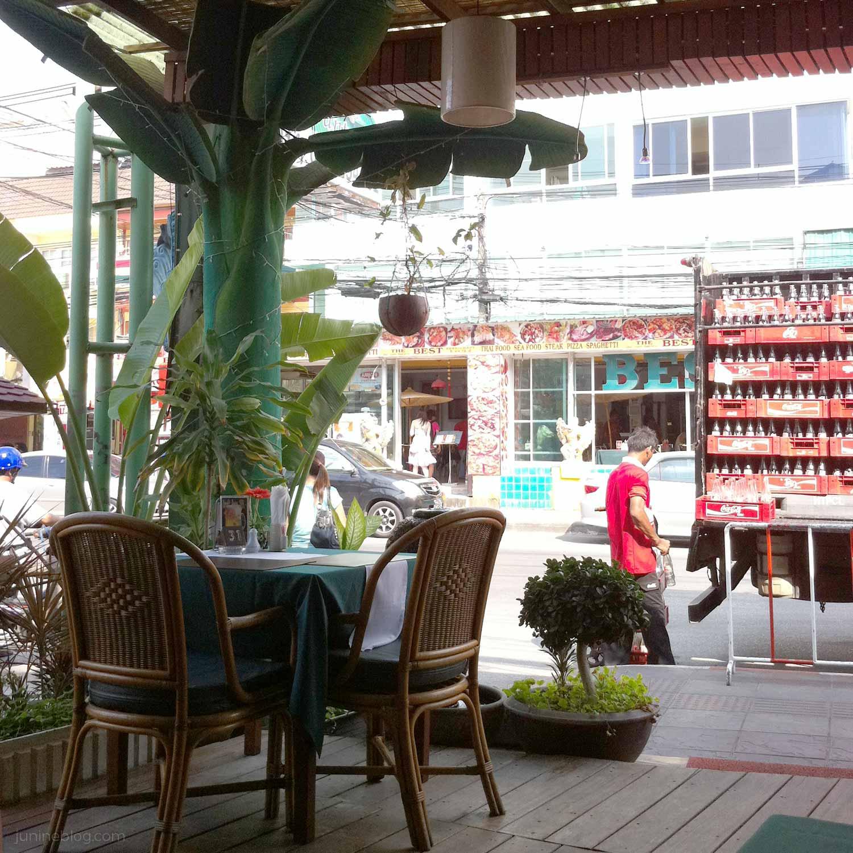 バナナの葉がいい感じのレストラン