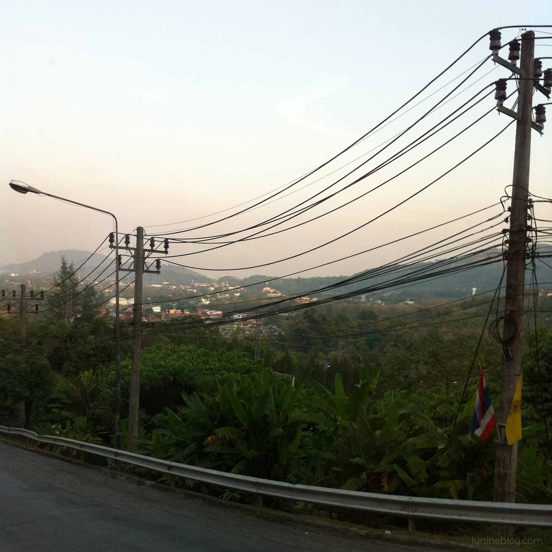 夕暮れ時のプーケットの山道