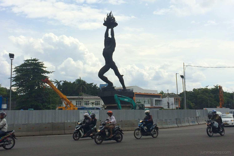 Patung Pemuda Membangun