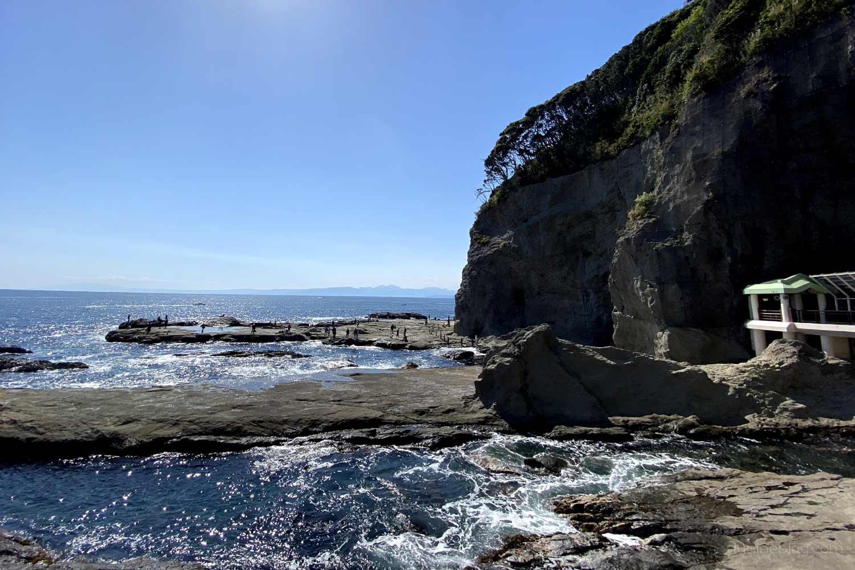 江の島岩屋周辺の岩