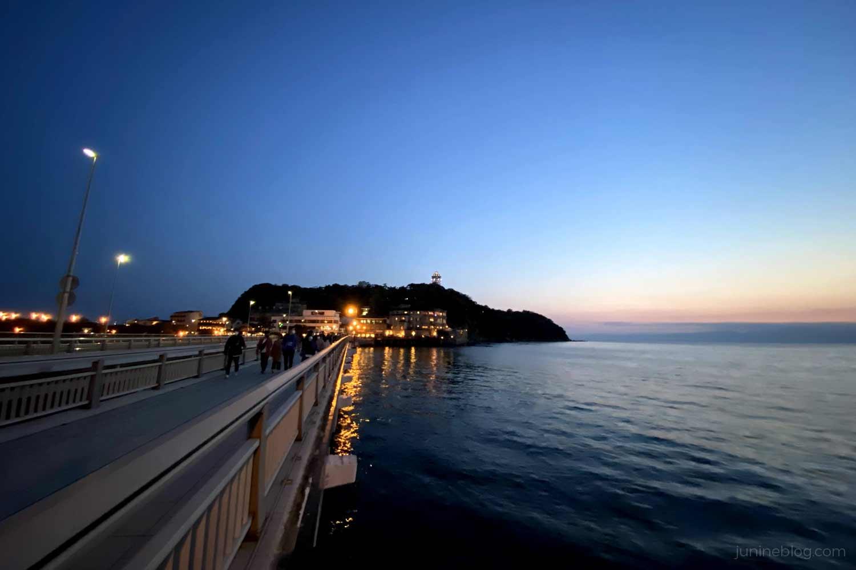 夕暮れ時の江の島